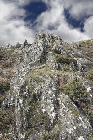 ポルトガルの北からの急な岩山。