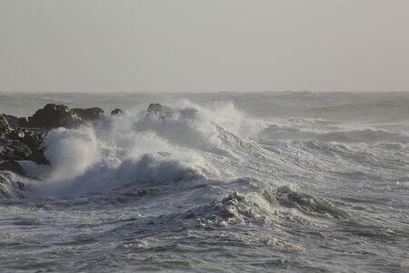 Stormy big wave flooding cliffs Foto de archivo