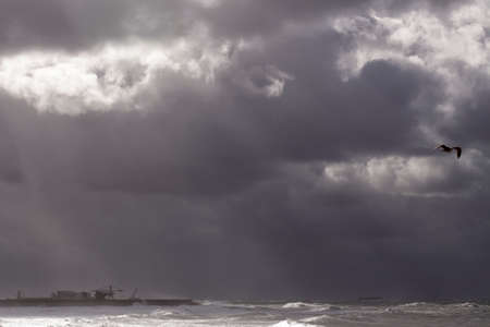 Wide view of Leixoes harbor north wall under heavy storm, north of Portugal. 版權商用圖片