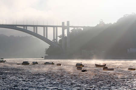 Arrabida bridge in the early morning light and mist, Porto, Portugal. Archivio Fotografico