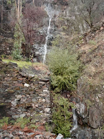 One of the many small waterfalls in the shale hills of central Portugal Archivio Fotografico