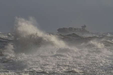 Container ship crossing the Portuguese coast on a stormy day. FOCUS ON THE FOREGROUND. Archivio Fotografico