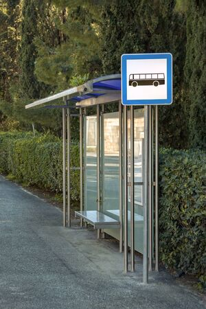 Stainless steel plastic eaves on bus station in the city park forest Stockfoto