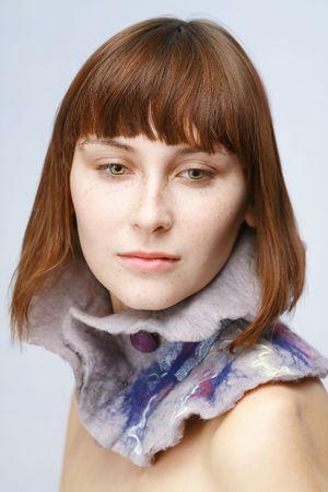 Calma chica con pecas en lana de collar Foto de archivo - 4568066