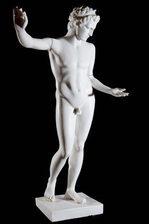escultura romana: Classic estatua de m�rmol blanco de Apolo aisladas sobre fondo negro