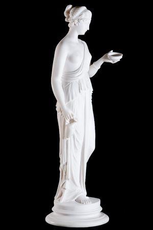 ヘーベ、黒の背景に分離された若者の女神の古典的な白い大理石像