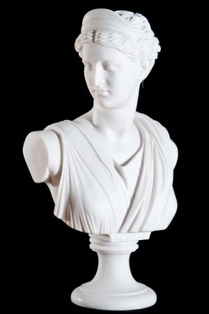 古典的な白い大理石の胸像がアテナの黒の背景に分離