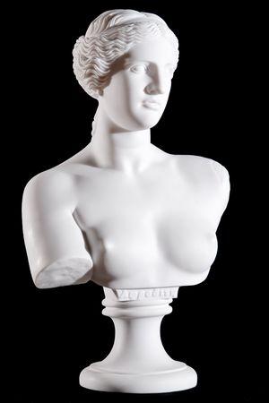 escultura romana: Busto de m�rmol blanco, parte del cl�sica de la estatua Afrodita de Milos aislados en fondo negro Foto de archivo
