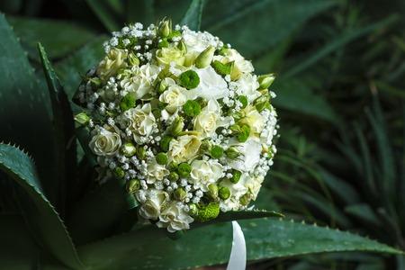 ramo de flores: ramo hermoso de la boda con las flores de evento Foto de archivo