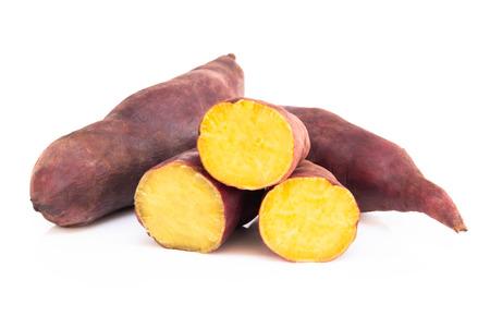 Bollire la patata dolce isolata su fondo bianco, concetto di dieta sana dell'alimento Archivio Fotografico