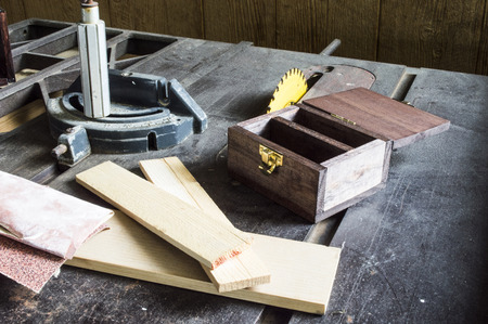 table scraps: Making a wood box using a table saw with sandpaper and wood scraps Stock Photo