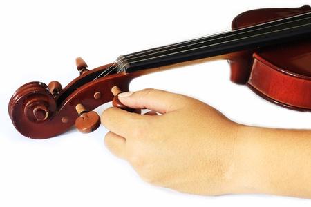 repertoire: Hand instelling viool pin houding op een witte achtergrond