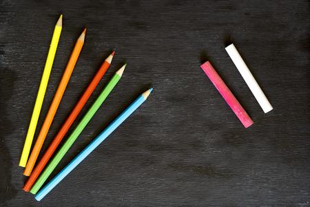Plumas de pizarra y color Foto de archivo - 89349162