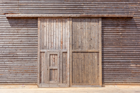 Close-up the wooden barn door Imagens