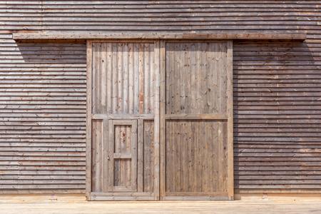 Close-up the wooden barn door Foto de archivo