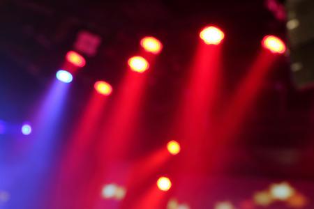 Foto borrosa de luces del escenario en la sala de conciertos en directo. Foto de archivo - 54362536