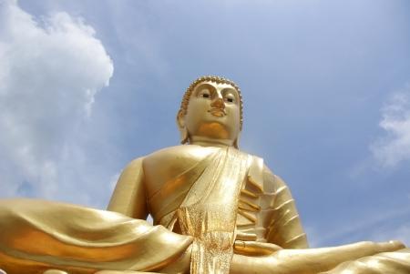 sacramentale: Statua di Buddha da guardare in alto vedi