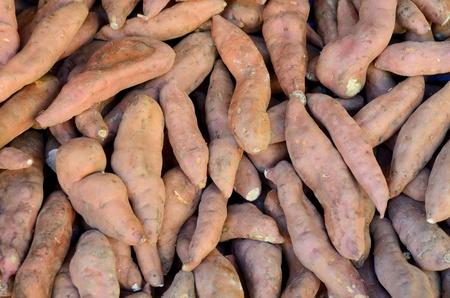 papas: Fondo abstracto de Yam (batata) verduras en un mercado