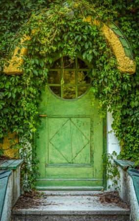 Green Door Of Fairytale Cottage With Round Window Banco de Imagens - 25445415