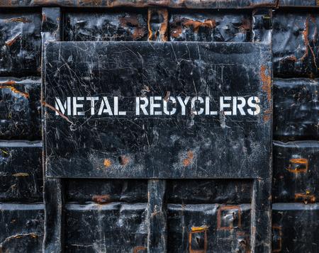 Umwelt Bild Einer In Industrial Metal Recycling Überspringen oder Dumpster Standard-Bild