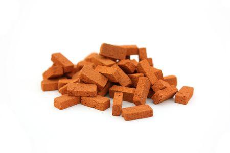 bricklayer: Gran mont�n de ladrillos aislado  Foto de archivo