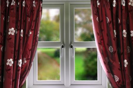cortinas: Ventana con cortinas y una profundidad de campo