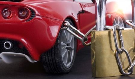 robo de autos: Coche encadenada con candado de cerca Foto de archivo