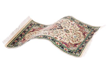 magico: Alfombra persa volar Magia aislado en un fondo blanco con borlas
