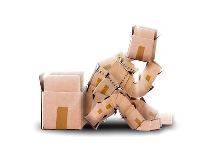 people thinking: Piense fuera del concepto de caja con sentarse boxman junto a un contenedor vac�o