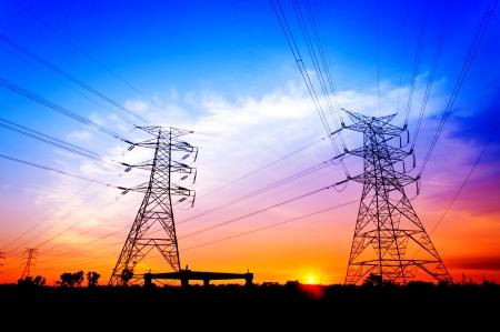 夕陽剪影期間電力塔
