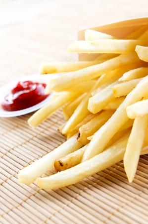 matt: Fries close up and sauce on bamboo matt
