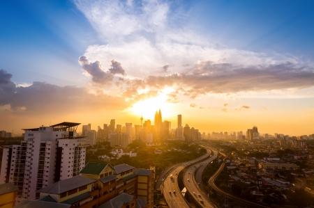 쿠알라 룸푸르, 말레이시아, 아시아에서 도심의 극적인 풍경 일몰