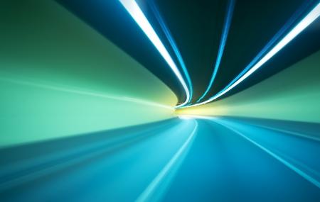 자동차 모션 흐림 배경에 이동 터널 -Abstract보기로 이동 스톡 콘텐츠