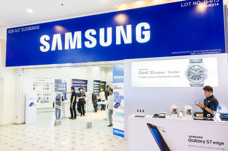 samsung: KUALA LUMPUR, MALAYSIA - JAN 15, 2017 : Samsung mobile shop at kuala Lumpur shopping Mall, The Samsung Group is one of the largest electronics companies in the world