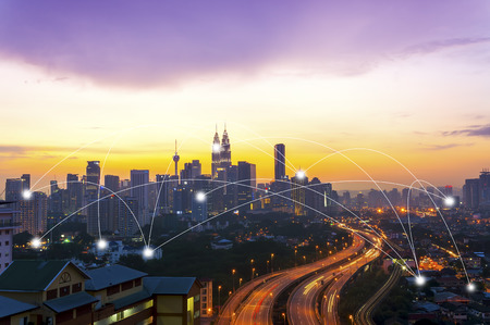 쿠알라 룸푸르 도시와 네트워크 연결 개념입니다. 스톡 콘텐츠
