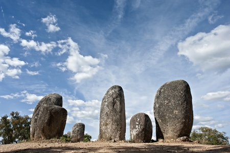 Menhirs in megalithic monument of Cromelech dos Almendres - Evora -Portugal Standard-Bild