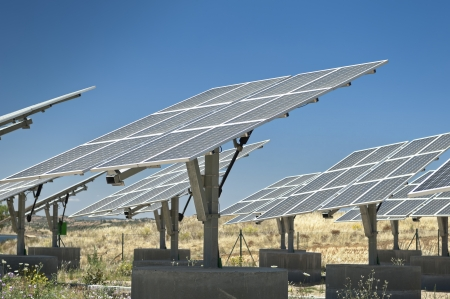 Photovoltaic silicon panels with tilted single axis track system in a small solar power plant, Portugal Standard-Bild