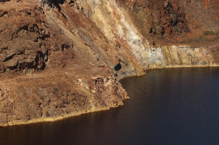 extends: Detail of the Sao Domingos Mine, a deserted open-pit mine in Mertola, Alentejo, Portugal  This site is one of the volcanogenic massive sulfide ore deposits in the Iberian Pyrite Belt, which extends from the southern Portugal into Spain Stock Photo