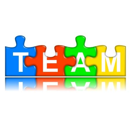 sinergia: cuatro multicolores piezas de un rompecabezas con la reflexión combinado concepto de equipo que representa