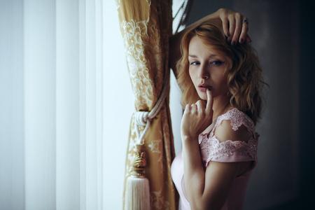 Portrait eines sehr schönen und geheimnisvollen Mädchen