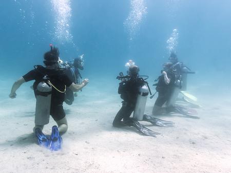 Training groep duikers. Rode Zee. Egypte