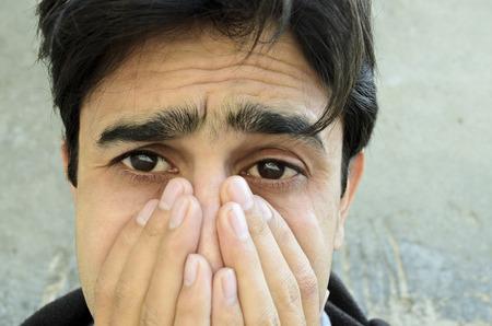 泣いている若い男の肖像