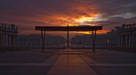 st  peter's square: St. Peters Square at sunrise Stock Photo