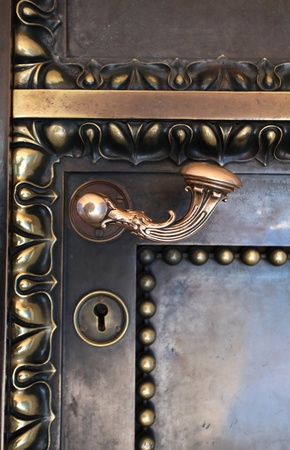puertas de hierro: fragmento de una puerta vieja