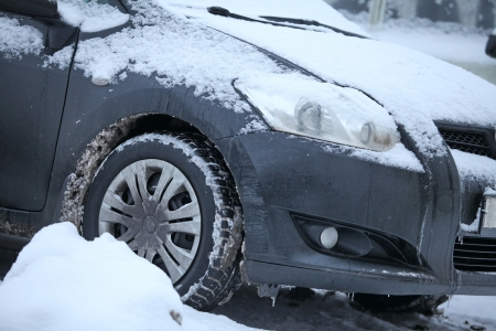 bad condition: wheel of an Vehicle  in a winter storm