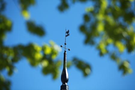 wiatrowskaz: łopatka w błękitne niebo
