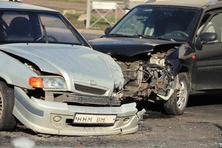 clash: choque de dos autos en la encrucijada