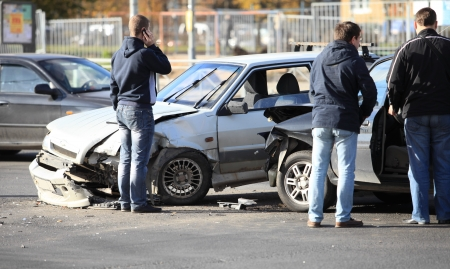 clash of two cars at the crossroads Standard-Bild