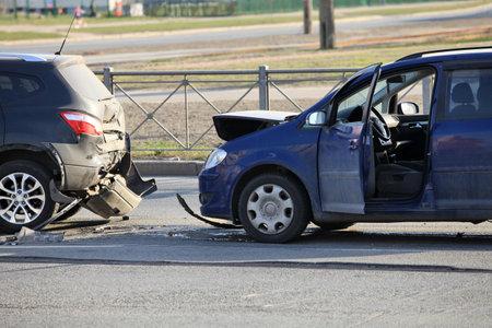 involving: Incidente che coinvolge due automobili a un attraversamento pedonale