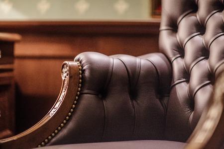 marrón: Sillón de cuero suave en su oficina